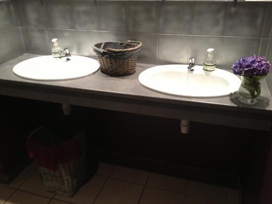 les wc au norme handicap table a langer picture of l. Black Bedroom Furniture Sets. Home Design Ideas