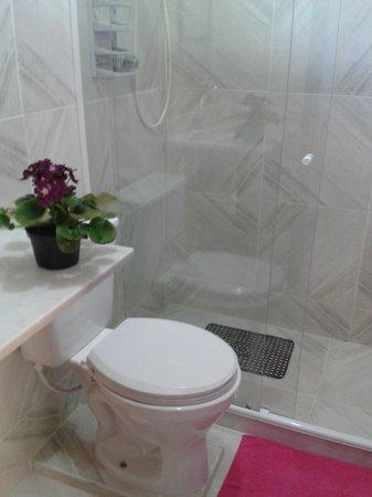 Pousada Maison Aires Malcher: Banheiro com box blindex