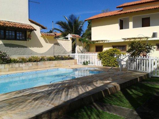 Pousada Maison Aires Malcher: Area recreativa piscina com muito sol