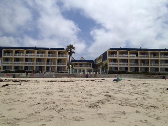 Blue Sea Beach Hotel: view from the beach looking back at hotel