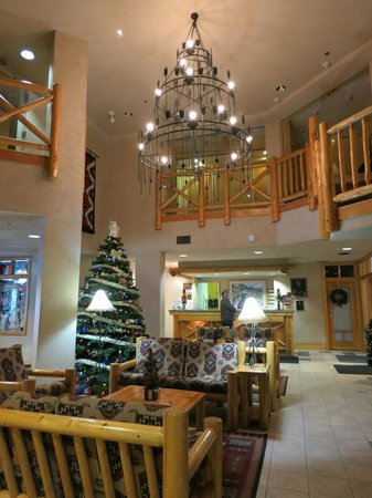 Brewster's Mountain Lodge: Reception and lobby