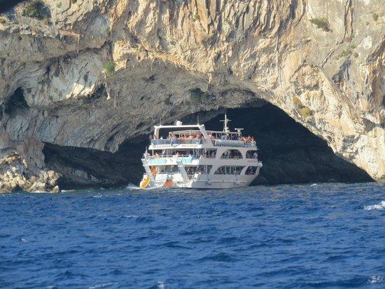 Papanikolis Cave