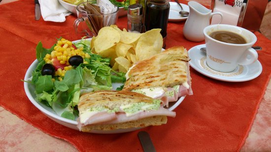 Bar 500 : The focaccia with ham cheese and rucola mayo