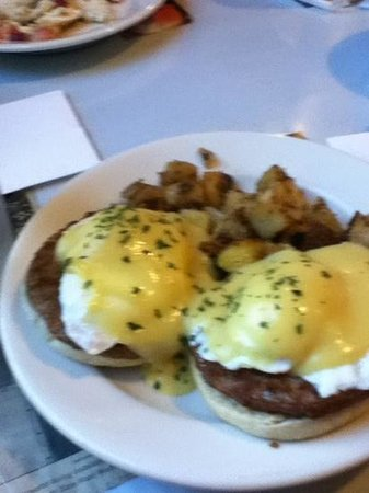 Cornerstone Cafe: sausage bennies