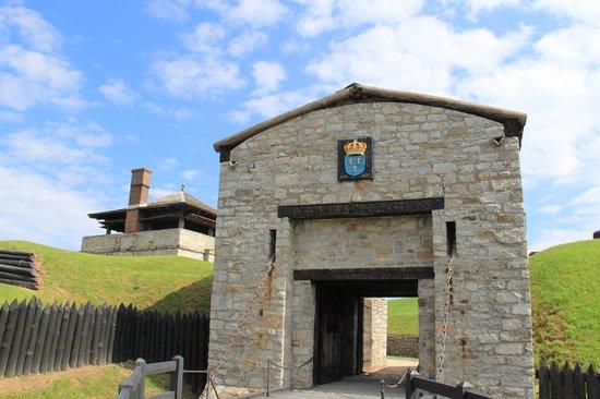 Old Fort Niagara: Englsh gate