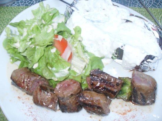 Coco Grill: brochette de boeuf pomme de terre au four  fromage blanc salade  un régal