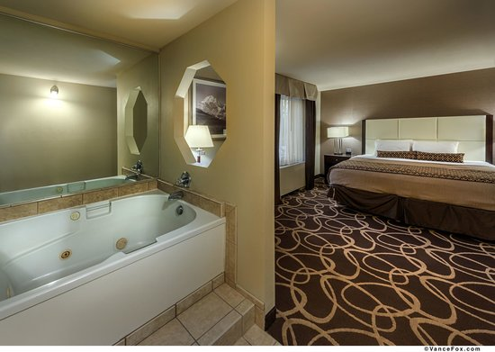 Best Western Plus Pioneer Park Inn : King Whirlpool Suite
