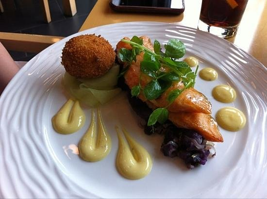 Deane's at Queens: Salmon and violet potatoes
