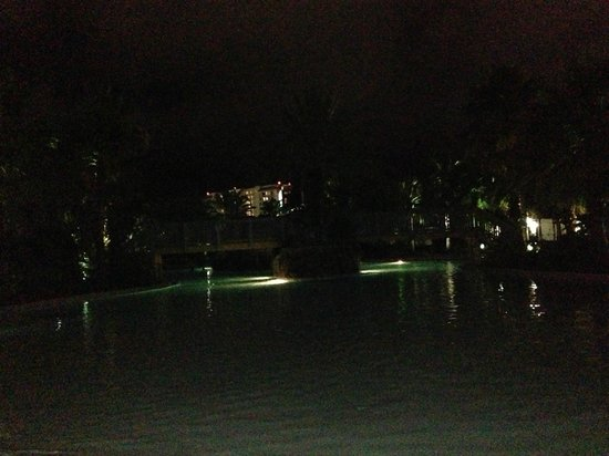 The Palms of Destin Resort and Conference Center : The VERY VERY dark pool area.