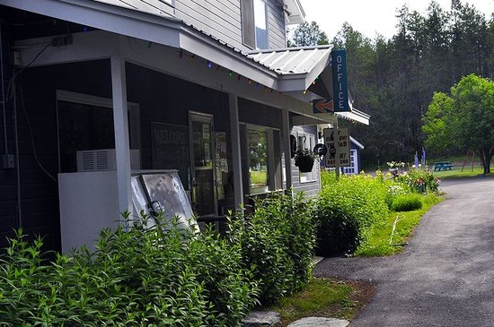 San-Suz Ed RV Park & Campground : Entrance, the facility was specifically built to be a B&B and RV/campground.