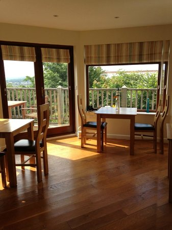 The Lookout Guesthouse: Breakfast with a view!