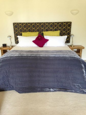The Lookout Guesthouse: Comfiest Bed!!
