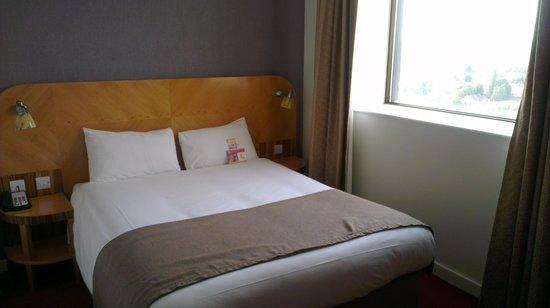 Ramada Hotel & Suites Coventry : bedroom