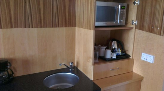 Ramada Hotel & Suites Coventry: Kitchen area