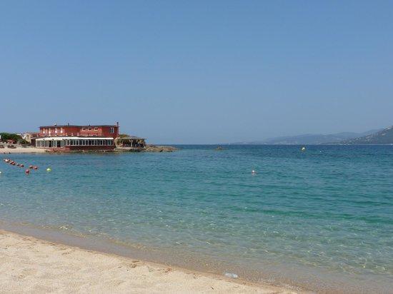 Le Lido : L'hôtel vu de la plage
