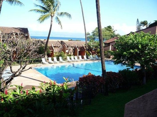 The Kuleana Resort : Great view of the pool and Molokai!