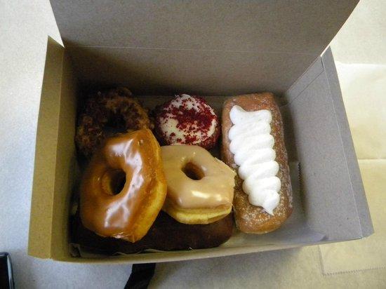 Gibson's Donuts: mmm....good!!!