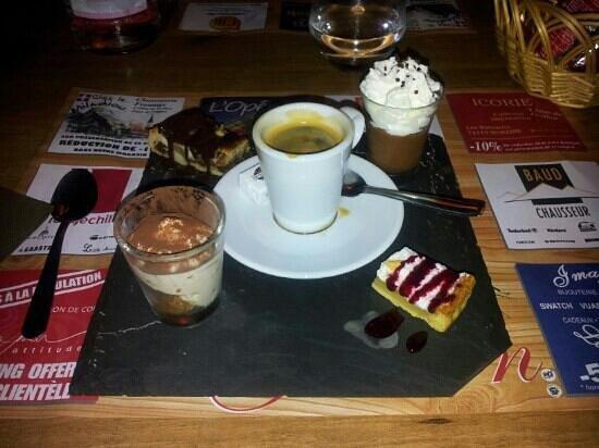 Le Grillon: the café gourmand desert (espresso coffee)