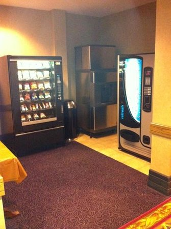 Comfort Inn Lundy's Lane: vending area   clean clean