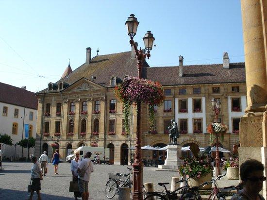 Place Pestalozzi : Площадь днем