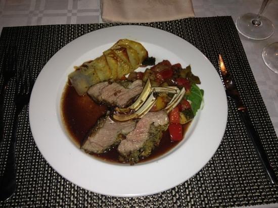Fuzios Restaurant : rack of lamb
