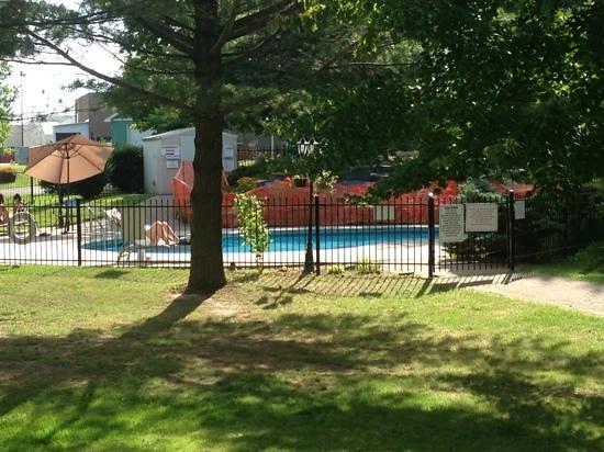 Country Squire Resort & Spa: vue sur piscine extérieure