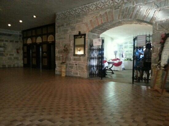 Athos Palace Hotel: entrance to the restaurant