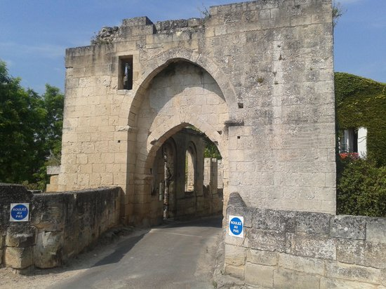 Rendez-vous au Chateau : HIstorical gate to St Emilion - the only gate that remains intact!