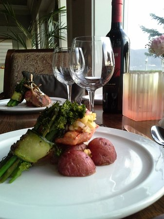 Maggie's on the Prom : Pan seared salmon and lamb chops
