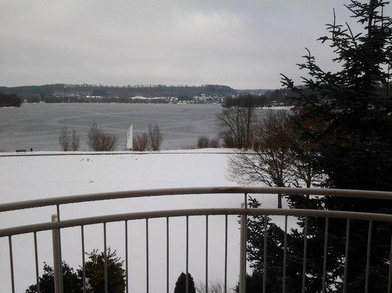 Lindner Hotel & Sporting Club Wiesensee: Schöne Winteraussicht auf den See