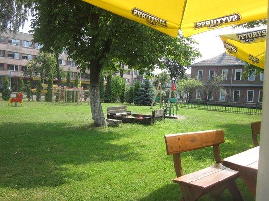 Veronika : Garden and playground