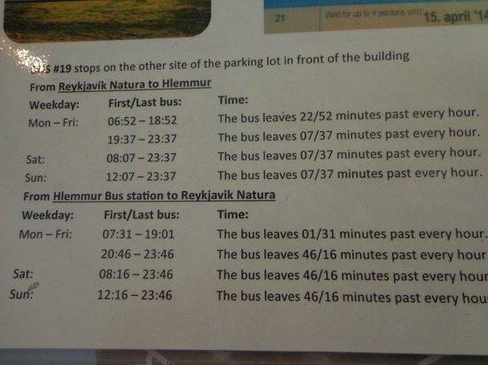Icelandair Hotel Reykjavik Natura: Horario del bus 19 ofrecido en la recepción del hotel