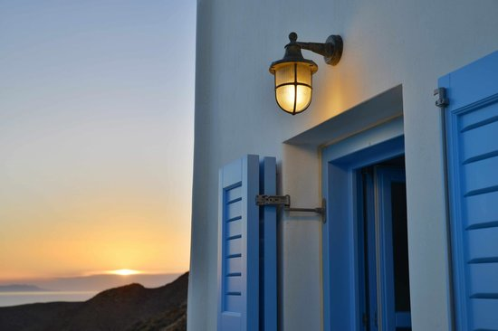 Villa Kalamiotissa: Sunset on the terrace
