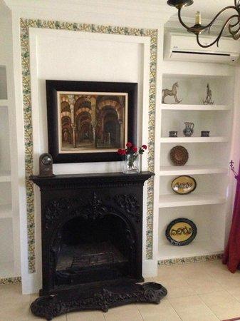 Hacienda La Vereda: Salón con chimenea en la habitación