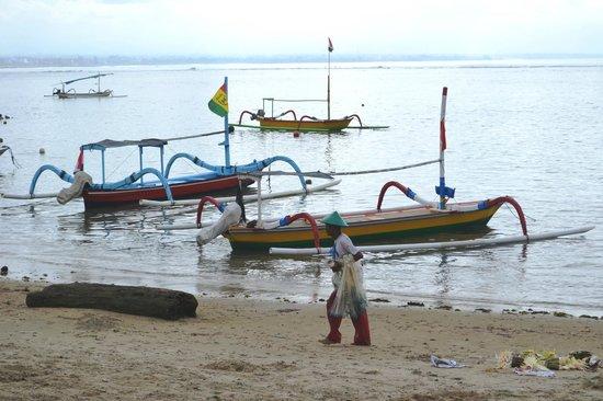 Segara Agung Hotel: Sanur Beach is just steps from the hotel