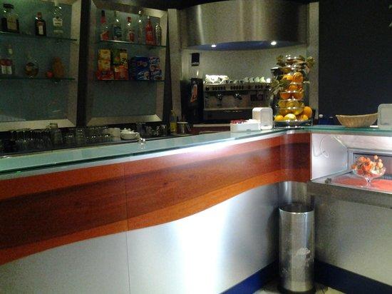 Zenith: all' interno il bancone bar