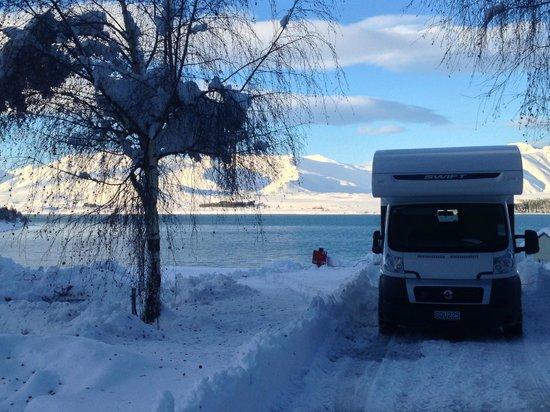 เลคเทคาโปโมเต็ลส์ & ฮอลิเดย์พาร์ค: Campervan in the snow