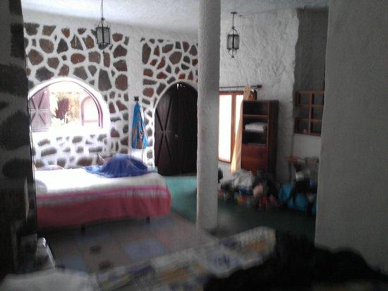 El Castillo Galapagos: Room from across from entry door