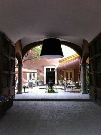 Hotel Nena: Entrance