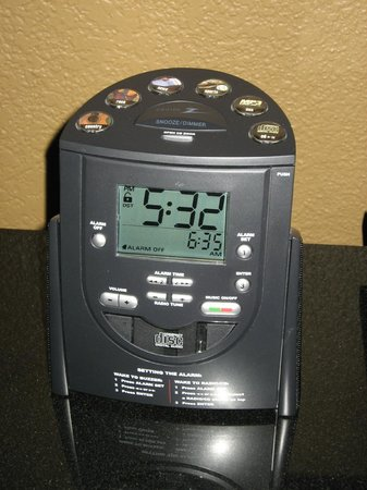 Crowne Plaza Jacksonville Airport Hotel: High tech alarm clock w/ IPod connections in Executive Level room