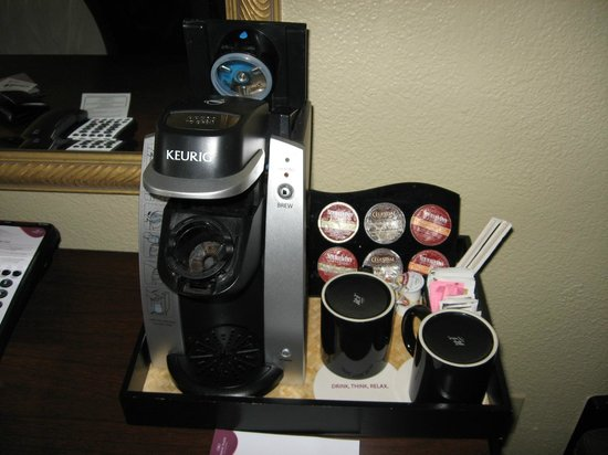 Crowne Plaza Jacksonville Airport Hotel: Extensive coffee selection in Executive Level room