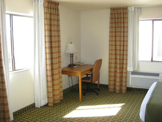 Holiday Inn Express Hotel & Suites Kingman : Desk with office chair and two windows