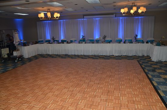 Four Points by Sheraton Pleasanton: Reception head table.