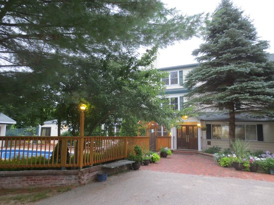 Inn at Ellis River: Main entrance