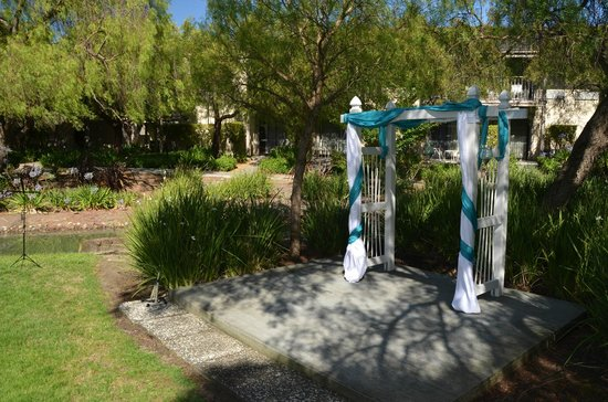 Four Points by Sheraton Pleasanton: Ceremony alter