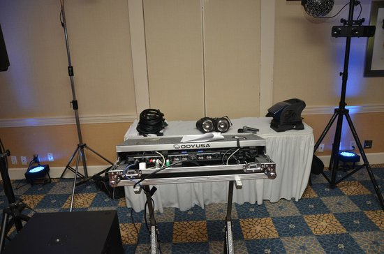 Four Points by Sheraton Pleasanton : Reception DJ area