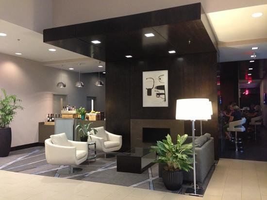 DoubleTree by Hilton Hotel Bristol, Connecticut: lounge