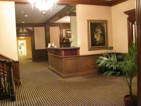 Exeter Inn: Reception Area