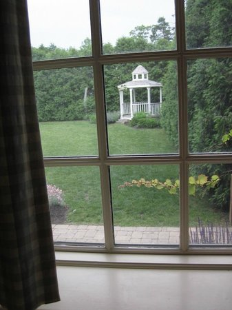 Exeter Inn: Garden & Gazebo from my Room