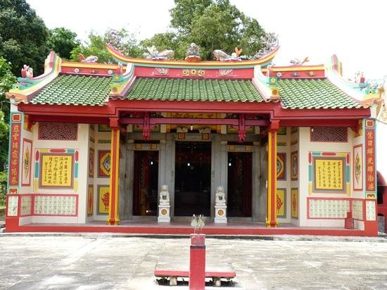Banyan Tree Temple: ang mo kio temple in sengarang